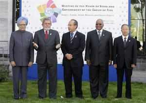 G5 leaders (L-R) India's Prime Minister Manmohan Singh, Brazil's President Luiz Inacio Lula da Silva, Mexico's President Felipe Calderon, South Africa's President Jacob Zuma and Chinese State Councilor Dai Bingguo at the G8 summit in L'Aquila Italy. Reuters