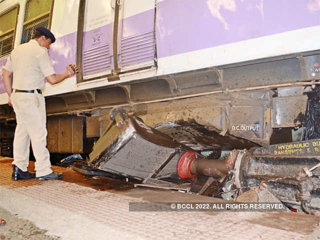 Motorman of the local suspended - Mumbai local train rams