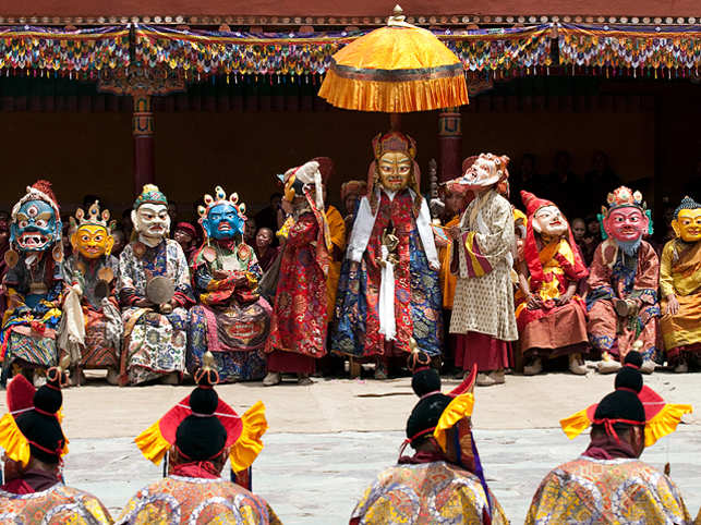 TheHemisFestival is acolourfultwo-day affair that falls on the10thdayof the Tibetan Lunar month.