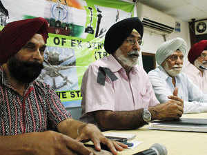 In pic: Gen. (retd) Harwant Singh (2nd from right), Col (retd) J.S. Panag (2nd from left) at Chandigarh to demand early implementation of OROP.