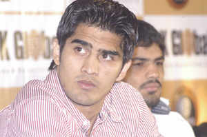 Indian starVijenderSingh will perform a live training session with his British trainer Lee Beard in Mumbai on Wednesday.