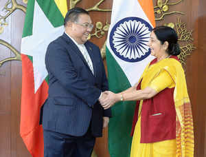 Indian Foreign Minister Sushma Swaraj (R) welcomes U Wunna Maung Lwin, Minister of Foreign Affairs of the Republic of the Union of Myanmar.