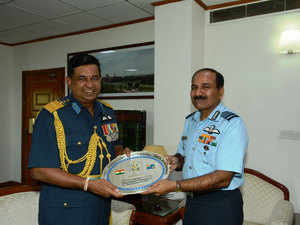 Sri Lankan Air Force chief Bulathsinghala meets IAF counterpart Arup Raha
