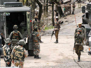 In pic: Army jawans rush towards encounter site at Hardu -Shoora Tangmarg Baramulla district North Kashmir Thursday 02, April 2015.