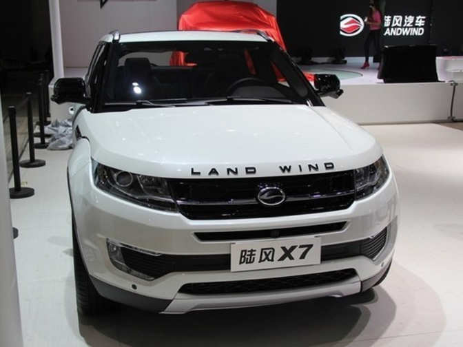 land rover evoque versus chinese copycat land wind x7 land rover evoque vs chinese copycat. Black Bedroom Furniture Sets. Home Design Ideas