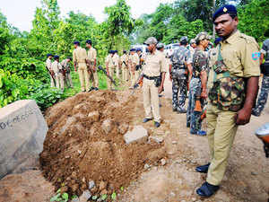 File photo: Police personals cordon the spot at Amlatand, a village in Maoist-infested Kathikund area June 3, 2013.