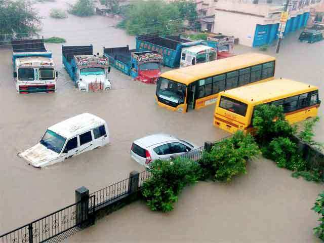 heavy rains in nagpur submerges road august 13 2015 the economic times. Black Bedroom Furniture Sets. Home Design Ideas