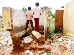 States, UTs, PSUs from central ministries and more than 10 private entities are involved in construction of toilets in schools under Swachh Vidyalaya initiative.