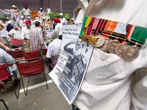 They are planning to gather in the Capital on Friday and publicly burn the medals given to them for gallantry and service, said Maj Gen (retd) Satir Singh.