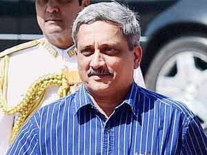 Defence Minister Manohar Parrikar made a short visit to Leh, meeting the top Army brass in Jammu and Kashmir, including the three Corps Commanders and the Northern Army Commander