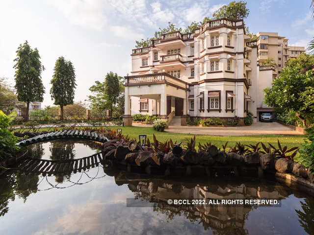 Jatias purchased the bungalow in 1972 - Kumar Mangalam Birla's Rs