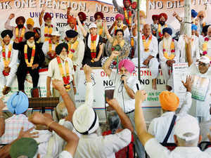 "Ex-servicemen to go ahead with proposed 'Sainik Ekta' rally tomorrow to press for ""honest and truthful justice"" as they rejected the OROP scheme announced by the govt"