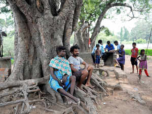 Five Sri Lankan refugees at the special camp in the Central Prison complex here began an indefinite fast today.