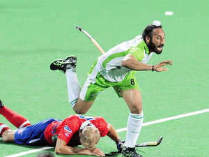 Indian national team captain Sardar Singh turned out to be damp squib as he bagged just $ 58,000, even as Germany's Moritz Fuerste drew the highest ever bid in the history of Hockey India League.