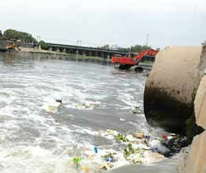 Since most of the times sewage tanks aren't properly constructed, toxic waste mixes with ground water in cities. (Representative photo)