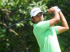 Jyoti Randhawa managed to make the three-round cut at the Alfred Dunhill Links Championship despite a horrendous four-bogey streak in the middle of the third round at Carnoustie.