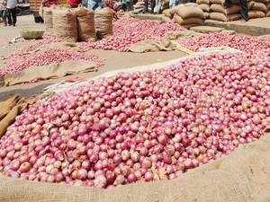 Wholesale onion prices fall below Rs 30/kg at Lasalgaon - The