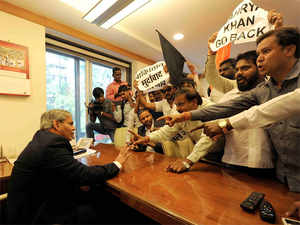 A mob of 40 to 50 Sena activists forcibly entered the cabin of Shashank Manohar and told him that they were opposed to the BCCI meeting the PCB officials.