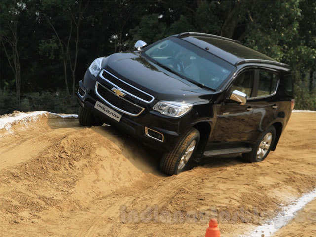 Chevrolet Trailblazer vs Toyota Fortuner vs Hyundai Santa ...