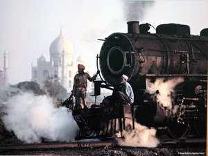 He said the train will have stoppages at Siwani, Sadalpur, Churu and Rattangarh. This special train will have 12 bogies.