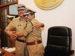Outgoing Maharashtra Director General of Police, D Sivanandan (R) and New DG Ajit Parasnis in Mumbai.