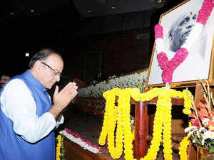 """Union Minister for Finance, Corporate Affairs and Information & Broadcasting, Arun Jaitley paying homage at portrait of Sardar Vallabhbhai Patel, at a function of the """"Sardar Patel Memorial Lecture - 2015"""", organised by the All India Radio, in New Delhi."""