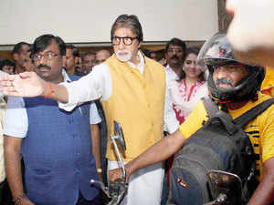 Bollywood actor Amitabh Bachchan and Sudhir Mungantiwar, Maharashtra minister of Finance and Planning, Forest Department.
