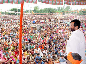 Paswan spoke with fellow cabinet minister Giriraj Singh and then openly warned the local BJP workers for siding with independent candidate Baby Kumari.