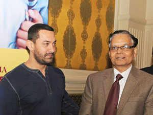 Professor Arvind Panagariya with actor Aamir Khan (left)