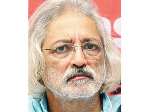 Filmmaker Anand Patwardhan, who recently returned his first national award for 'Bombay Our City', says the people of India will put an end to the current government.
