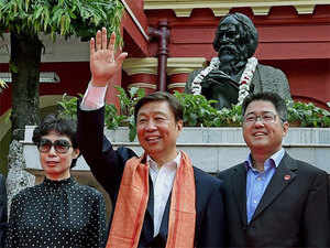 Li Yuanchao has paid a visit to the world-famous Ajanta caves near here and hailed the growing cultural ties between the two countries.
