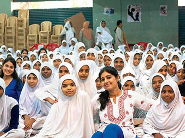 Juhi Ramani with schoolchildren.