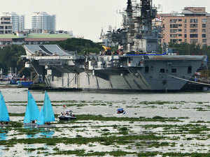 INS Viraat came to Cochin Shipyard for the maintenance work prior to International Pleet review 2016 at Vizhakapattanam. INS Viraat, which was launched in 1953 and acquired by India and commissioned in 1987, is slated to get a grand farewell at the International Fleet Review in Visakhapatnam in February next year.The aricraft carier will leave Kochi early next mionth .