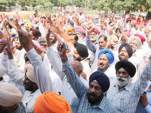 Ex-servicemen agitating over the OROP issue today threatened to intensify the protest if their demands were not met by the Centre within three weeks.