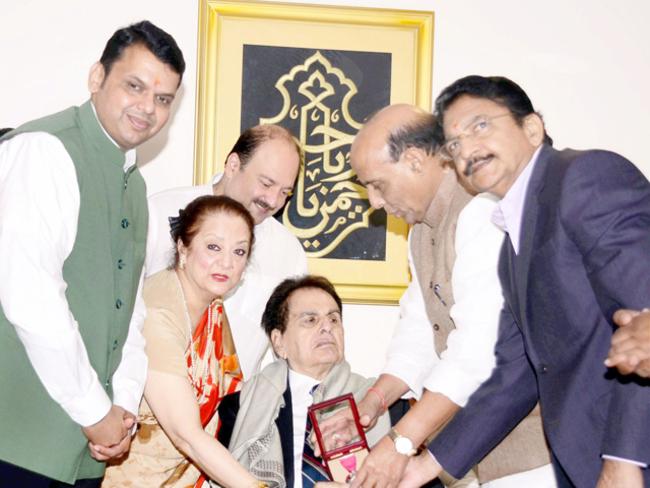 Dilip Kumar gets Padma Vibhushan, turns emotional - The Economic Times
