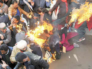 Five Congress activists sustained injuries while burning an effigy of Prime Minister Narendra Modi in front of the deputy commissioner's office in Shimla.