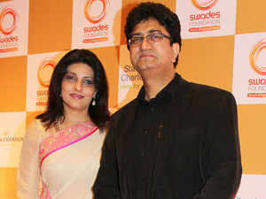 Bollywood lyricist Prasoon Joshi with wife Aparna during the red carpet of Swades foundation fundraiser fashion show.