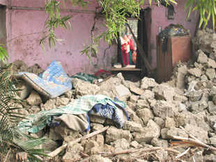 A powerful earthquake measuring 6.8 on the Richter Scale rocked the Eastern region states, including Bihar, early this morning.