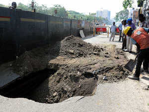 """Striking a hammer, Deputy Chief Minister Manish Sisodia today started the process of dismantling the controversial BRT corridor, a Rs 180-crore traffic project built in 2008, and took a swipe at previous Sheila Dikshit government for its """"copy-paste"""" work."""