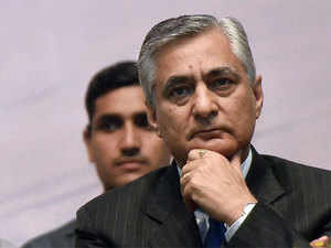 "Chief Justice of India Justice T S Thakur said the government should ""expedite"" the process of filling up vacancies to ensure speedy delivery of justice."