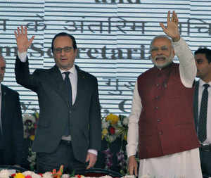French President Francois Hollande with Prime Minister Narendra Modi during the inauguration of Interim Secretariat of the International Solar Alliance.