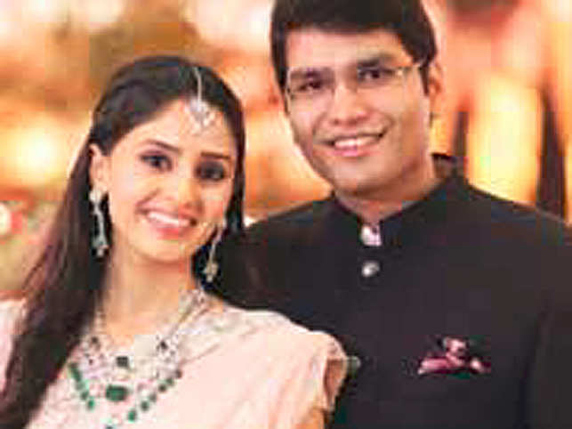 Shashwat Goenka's wedding invitation was accompanied by a goodie bag containing gourmet treats.
