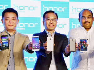 Eyeing 300 per cent growth in its India smartphone sales, Chinese telecom major Huawei today launched two new 4G phones under the Honor brand.