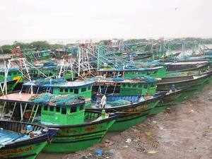 The Lankan Navy arrested the fishermen along with their two boats.