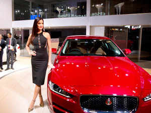 Jlr Launches Jaguar Xe Sports Saloon Starting At Rs 39 9 Lakh The