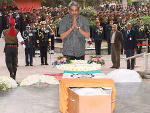 In pic: Defence Minister Manohar Parrikar pays his tributes to Lance Naik Hanumanthappa Koppad in Brar square, New Delhi.