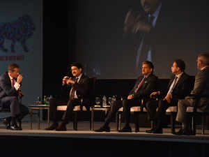 Industry leaders Kumar Mangalam Birla and Anand Mahindra spoke about the need for new technology and digitization in the manufacturing sector.