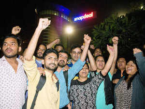 Staff protest outside Snapdeal office in Delhi.  Snapdeal employees intensified their protest against the ecommerce major, which had asked them to meet a higher performance standard, by moving a plea to the labour department to intervene in the matter.