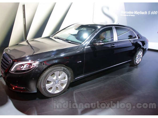 https://img.etimg.com/thumb/msid-51304838,width-672,resizemode-4,imgsize-55605/industry/auto/news/passenger-vehicle/cars/mercedes-launches-maybach-s600-guard-priced-rs-10-5-crore-onwards/mercedes-s600-indianautosbl.jpg