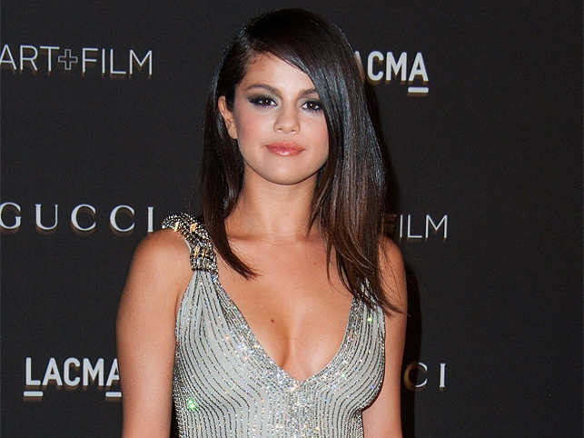 Selena gomez becomes the most followed person on instagram the selena gomez becomes the most followed person on instagram altavistaventures Images